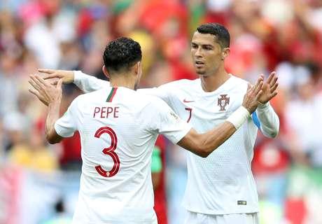 Cristiano Ronaldo e Pepe comemoram vitória de Portugal sobre o Marrocos