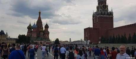 """Praça Vermelha em Moscou: imprensa local diz que muitos russos viram apenas """"brincadeira"""" no vídeo"""