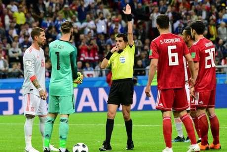 Número de cartões amarelos está decidindo a liderança do Grupo B da Copa do Mundo (Foto: Luis Acosta / AFP)