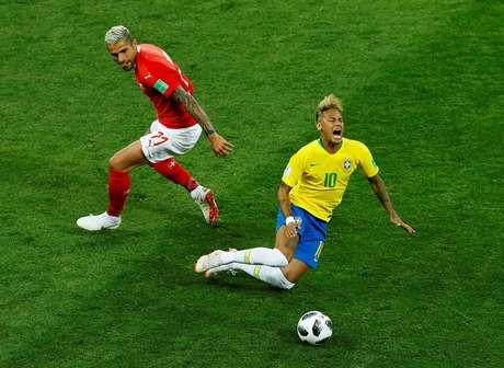 Neymar sofreu 10 faltas no jogo contra a Suíça