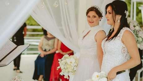 Adrieli e Anelise Nunes Shons tiveram de contratar uma advogada para se defender de pedido de anulação de casamento