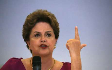 Ex-presidente Dilma Rousseff durante entrevista coletiva no Rio de Janeiro