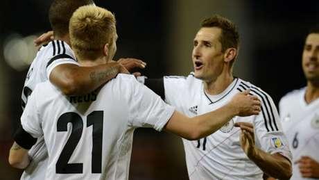 O empate entre Alemanha e Suécia ficou marcado na história da seleção alemã, por conta de Klose (Foto: AFP)
