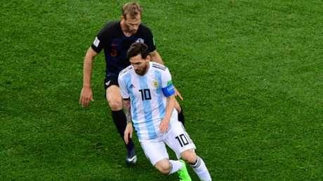 Messi não se destaca no duelo com a Croácia e Argentina perde de 3 a 0 (Foto: MARTIN BERNETTI / AFP)