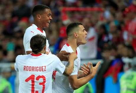 Xhaka comemora gol pela Suíça
