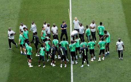 Seleção da Nigéria treina antes de jogo contra a Islândia