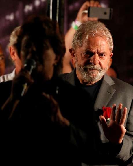 Lula durante ato em Curitiba
