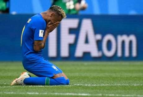 Neymar chora após marcar seu primeiro gol nesta Copa do Mundo (Foto: AFP/CHRISTOPHE SIMON)