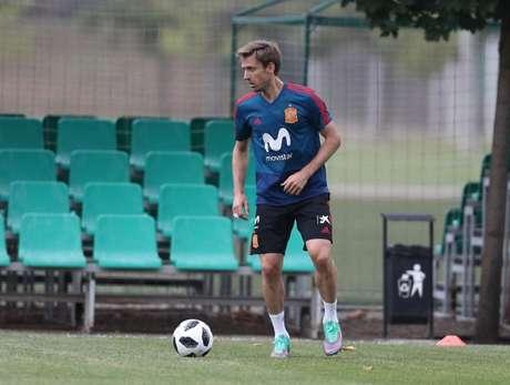O lateral Nacho Monreal foi uma das ausências no treino da Espanha porque teve problema digestivo (Divulgação)