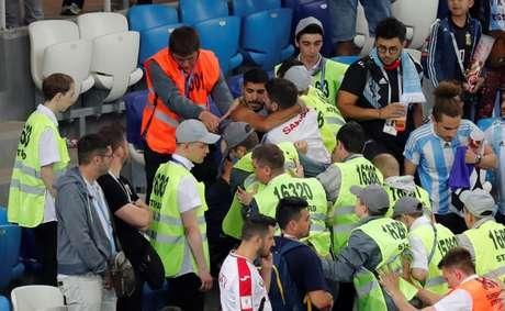 Briga entre torcedores de Argentina x Croácia foi filmada