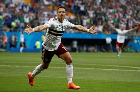 Chicarito Hernández comemora o seu gol contra a Coreia do Sul pelo Grupo F da Copa do Mundo