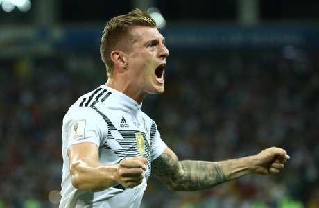 Kroos comemora o seu gol de falta, aos 49 do segundo tempo, contra a Suécia, tento que garantiu a vitória da Alemanha