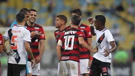 Confusão no fim do jogo marcou a partida entre Flamengo e Vasco (Foto: Paulo Sérgio/Agência F8)