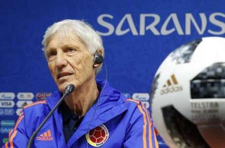 Treinador da Colômbia não revelou escalação e indicou ter dúvidas dos jogadores que mandará a campo neste domingo (Foto: ACK GUEZ/AFP)