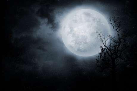 Lua Cheia chega tensa para todos nós, confira quais signos serão mais afetados