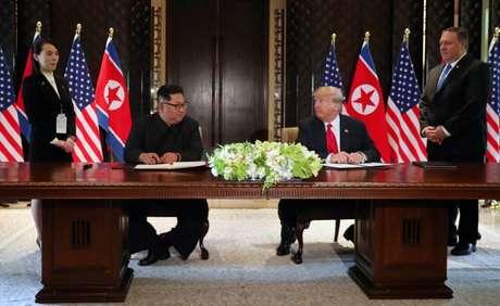 Presidente dos EUA, Donald Trump, e líder norte-coreano, Kim Jong Un, durante cúpula em Cingapura 12/06/2018 REUTERS/Jonathan Ernst