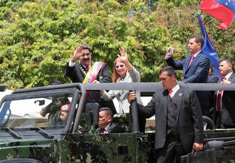 Presidente venezuelano, Nicolás Maduro, durante desfile em carro aberto 24/06/2018 Palácio Miraflores/Divulgação via REUTERS
