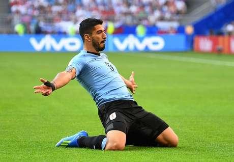 Suárez comemora gol do Uruguai contra a Rússia, em jogo que garantiu o primeiro lugar do grupo à Celeste Olímpica