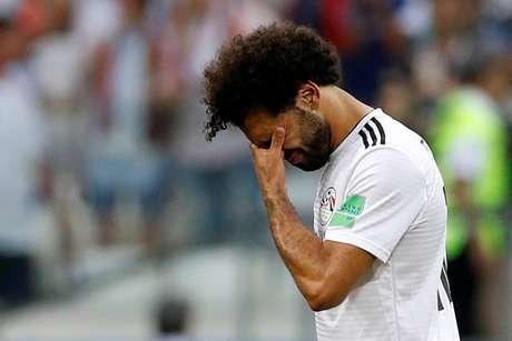 Salah cabisbaixo após a derrota do Egito para a Arábia Saudita pelo Grupo A da Copa do Mundo