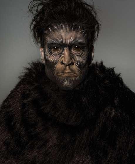 Sergio Marone como macaco-aranha (Fotos: Jacques Dequeker/Divulgação)