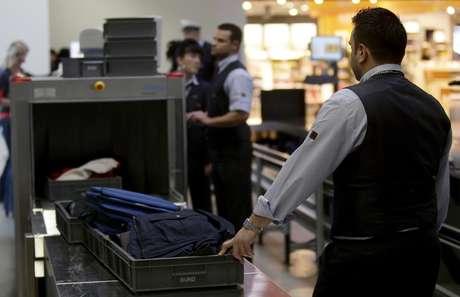 Voos para os EUA têm novas restrições para bagagens de mão