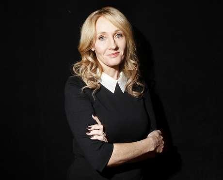 J.K Rowling presenteia estudante indiana após pedido no Twitter
