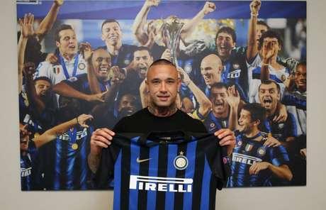 Nainggolan já com a camisa nerazzuri(Divulgação/Inter)