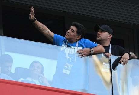 Diego Maradona torceu efusivamente pela Argentina em São Petersburgo (Foto: OLGA MALTSEVA / AFP)