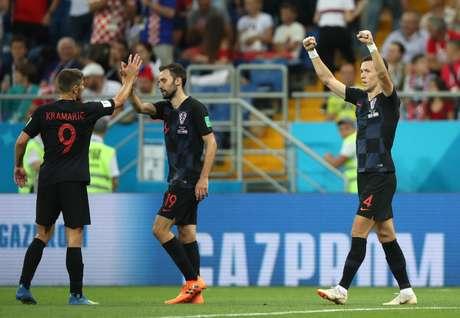 Perisic marca gol da vitória da Croácia