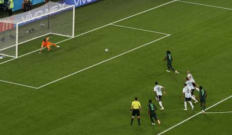 Moses marca gol da Nigéria sobre a Argentina 4021fdc569679