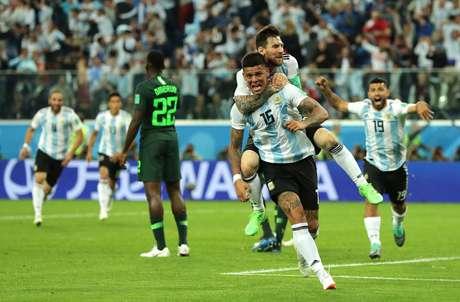 Rojo e Messi celebram gol da Argentina