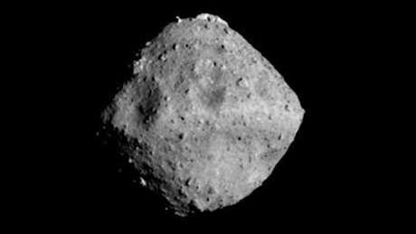 Antes de coletar material abaixo da superfície do asteroide Ryugu, cientistas vão mapear o objeto que está a 290 milhões de quilômetros da Terra