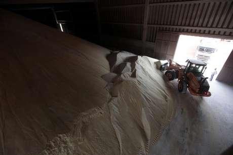 Montanha de açúcar em usina em Valparaiso, São Paulo, Brasil 18/09/2014 REUTERS/Paulo Whitaker