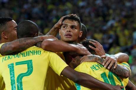 Thiago Silva comemora gol do Brasil
