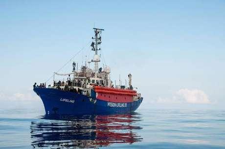 Navio de ONG Lifeline chegará ainda hoje em Malta