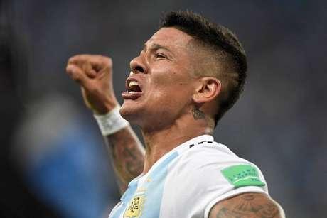 Marcos Rojo se emociona ao comemorar o gol contra a Nigéria - FOTO: GABRIEL BOUYS / AFP