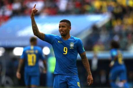 Gabriel Jesus gesticula no jogo contra a Costa Rica