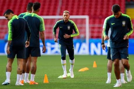 Seleção brasileira treina antes de jogo contra a Sériva