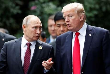 Trump e Putin conversam durante encontro no Vietnã  11/11/2017    REUTERS/Jorge Silva