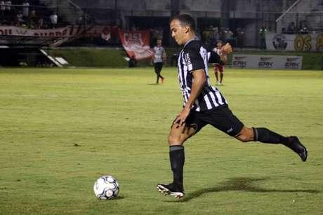 Matheus Carvalho em ação pelo ABC (Andrei Torres/ABC)