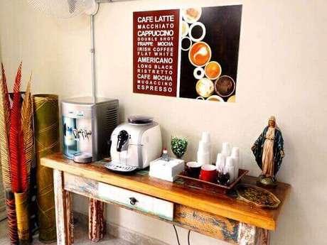 27 – Aparador rústico para o cantinho do café.
