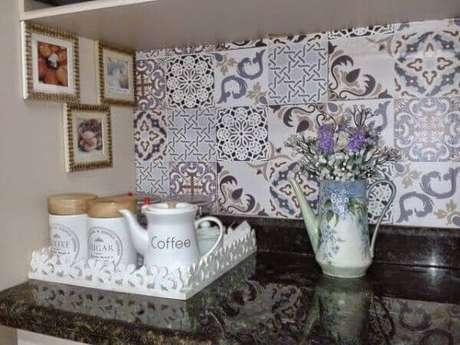 7- Espaço reservado na bancada da cozinha para fazer um café.