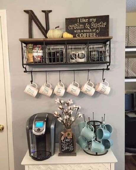 37 –Cantinho de café para sala com decoração moderna.