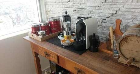 38 – Aparador para escritório com cantinho de café.