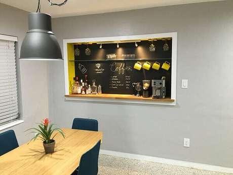 32- Decoração criativa para cantinho do café em escritório.