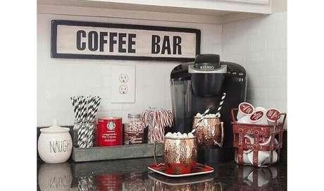 3-Espaço dedicado ao café no cantinho de pia.