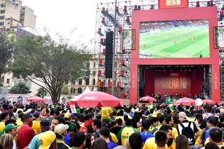 Torcida lotou o Vale do Anhangabaú, em São Paulo, para assistir ao jogo do Brasil e depois curtir o show do Jeito Moleque