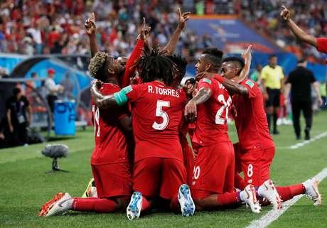 Jogadores do Panamá comemoram segundo gol da equipe na Copa 2018