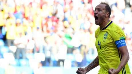 Granqvist marcou de pênalti contra a Coreia do Sul e contra o México, pelo Grupo F (Foto: AFP/MARTIN BERNETTI)