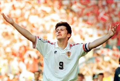 Suker comemora o gol por cobertura que marcou contra a Dinamarca (Foto: VINCENT AMALVY / AFP)